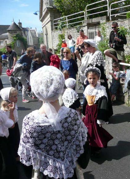 http://maud96.cowblog.fr/images/1/Costumesbretons.jpg